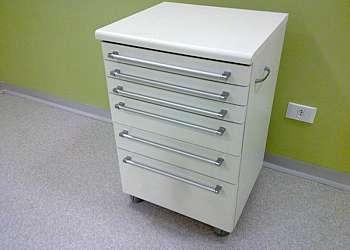 Mesa auxiliar para dentista