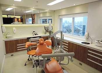 Mesa auxiliar para consultório odontológico